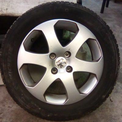 96 805 295 80 Aluminium Velg Peugeot 207 SW 6.5JX16H4-24