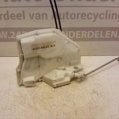 82201-68LA1 Deurslot Mechaniek Rechts Voor Suzuki Swift 5 Deurs 2010-2015